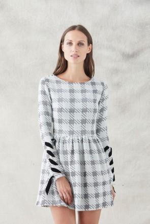 comprar vestido corto falda con vuelo de pata de gallo blanco y gris con  manga larga a078a2a5c486