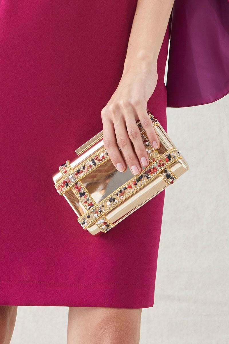 c17dbdf5db4 clutch de fiesta de laton dorado con pasamaneria de piedras multicolor para  invitadas de boda apparentia