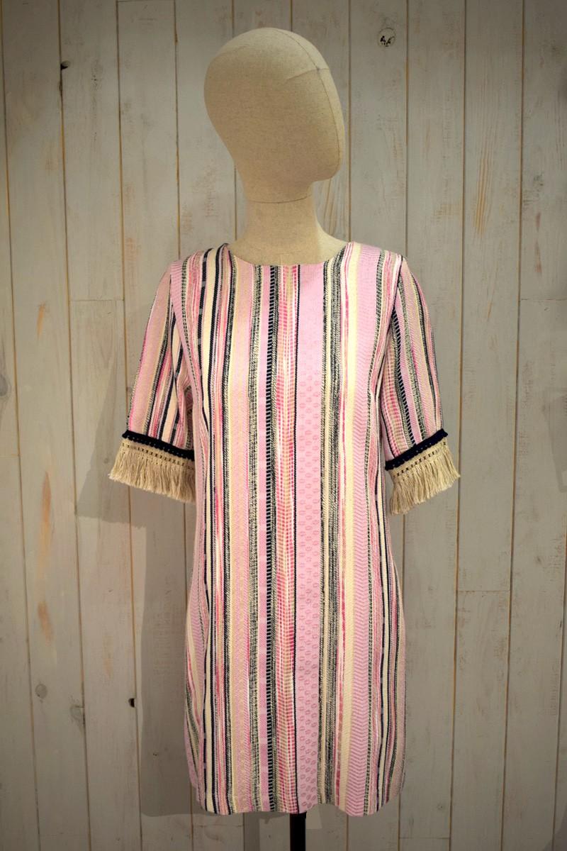 vestido corto de fiesta evase rosa palo con rayas flecos mangas
