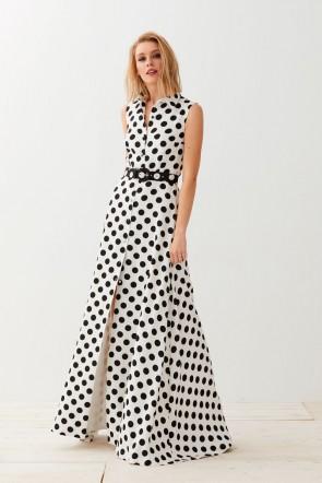 Combinar vestido negro con lunares blancos