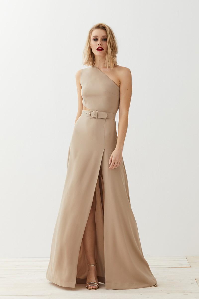 67846d2c487 comprar online vestido largo camel asimetrico con abertura para invitada  boda de apparentia