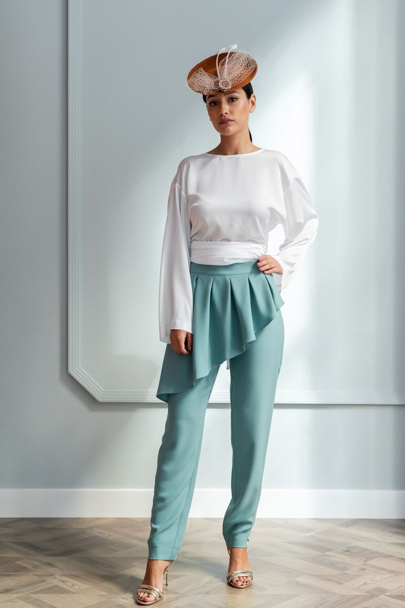 look para invitada pantalon pitillo verde con peplum apparentia party wedding madrina coctel