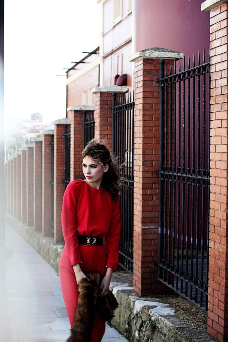 fdc6966eb0 mono rojo escote espalda y mangas abullonadas para boda y nochevieja