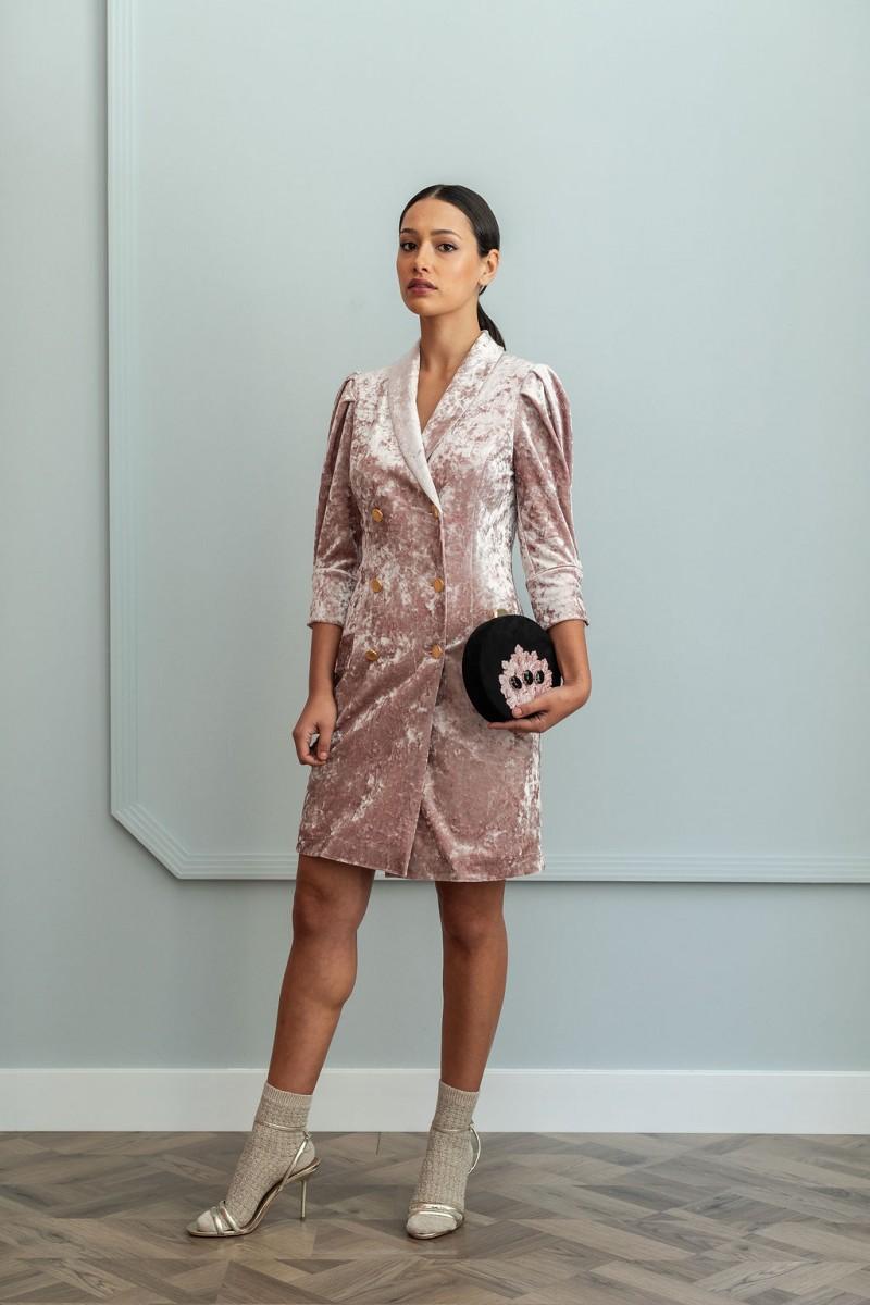 4727afb32 comprar online vestido corto tipo esmoquin confeccionado en terciopelo rosa  para invitadas party wedding coctel nochevieja