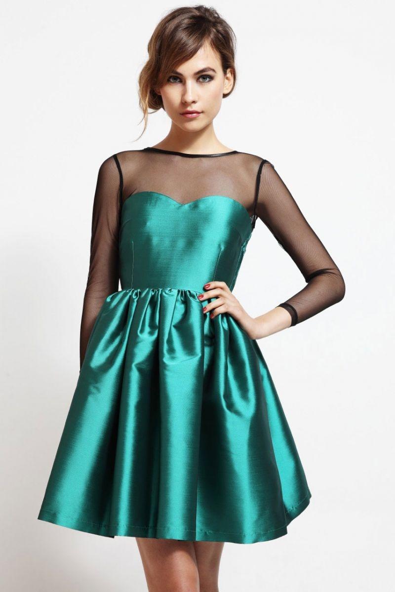 vestido corto de fiesta de vuelo y escote corazón de saten verde