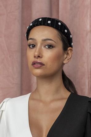 preciosa diadema de terciopelo negro con medias perlas blancas para  invitadas eventos fiestas bautizos comuniones bodas 20ccd82437b6