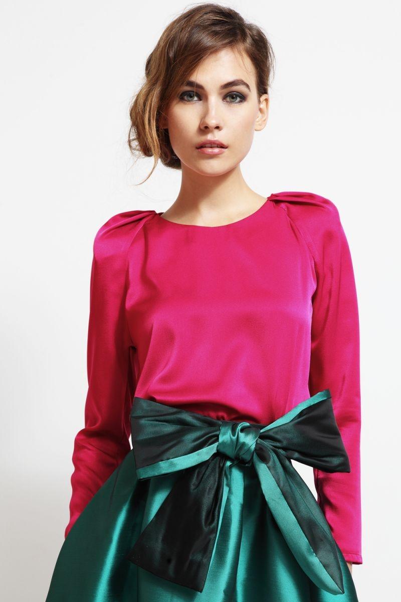 blusa de fiesta con mangas abullonadas volumen hombros rosa para