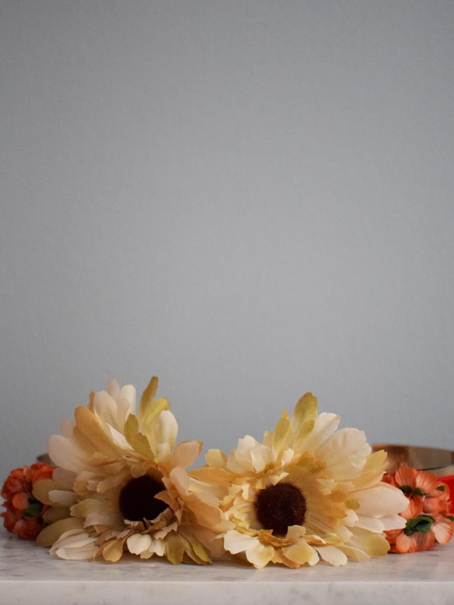 comprar online cinturon dorado terciopelo naranja con flores amarillas y  naranjas para invitadas apparentia edf0e771ece0