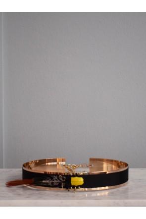 4adeca024 comprar online cinturon dorado para invitadas con tira de terciopelo negro  insecto amarillo y pluma apparentia