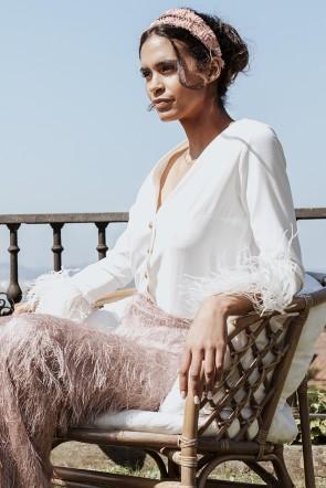 41b1a1acbb56d comprar online Blusa de fiesta blanca con escote en pico