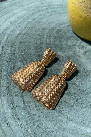 752fa5792a37 comprar online preciosos pendientes con relieve dorados forma trapecio  elegantes distinguidos para invitadas bodas bautizos comuniones