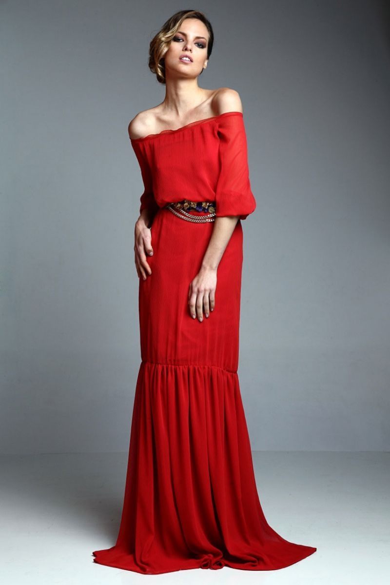 vestido largo rojo teja con escote barco de apparentia collection