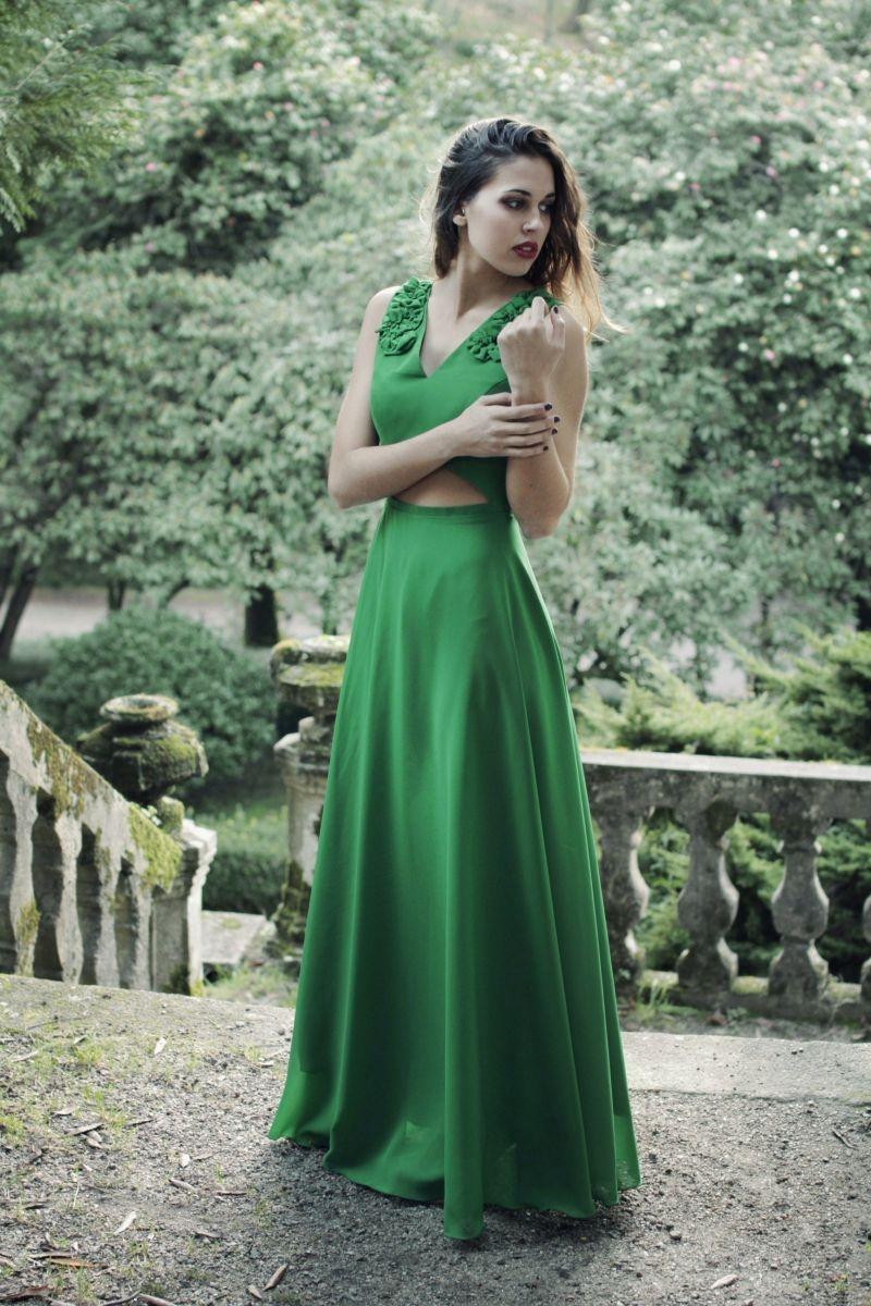 ba893eb85 vestido largo de fiesta verde de gasa con flores hombros y abertura abdomen  para boda