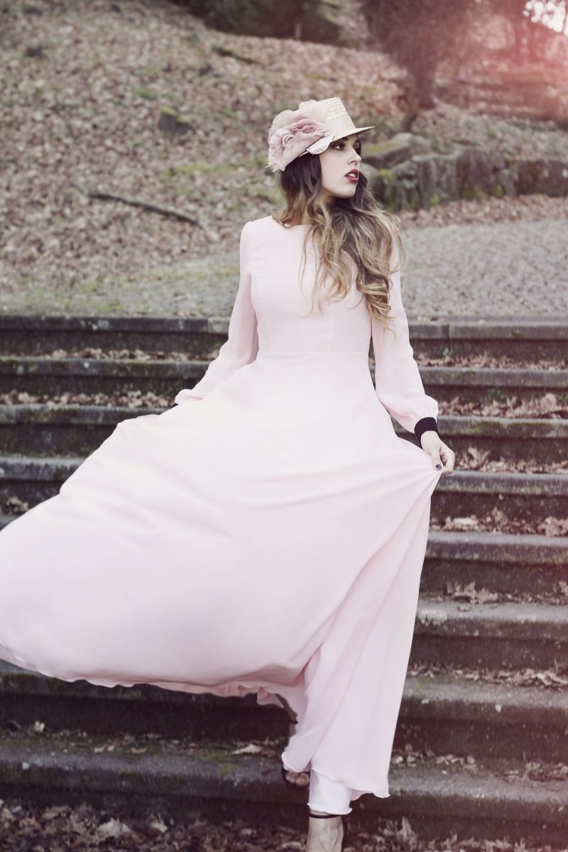 f1b2d4f94 vestido largo de fiesta rosa palo de gasa manga larga y escote