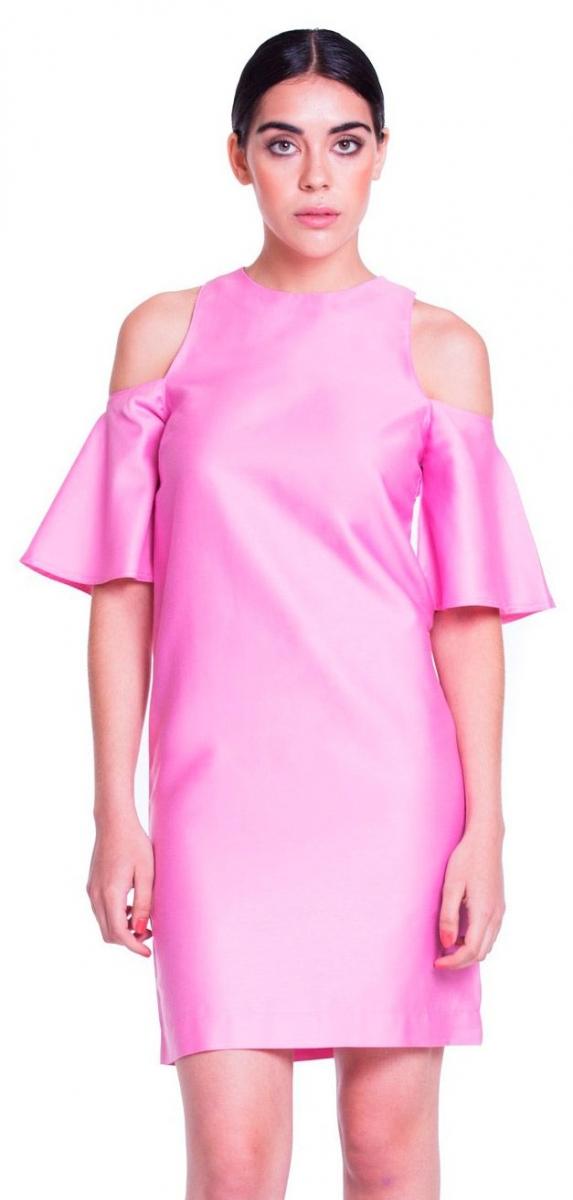 Vestido corto rosa de acabado brillante y mangas acampanadas