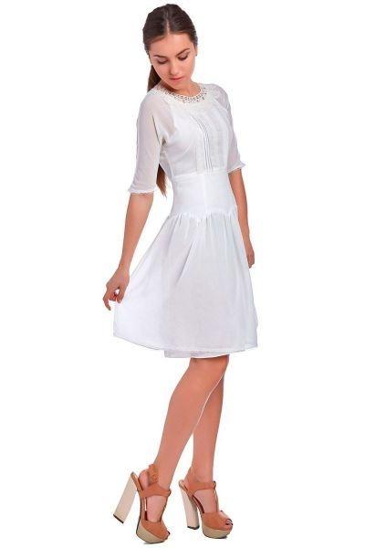6bd980d50 vestido corto blanco con aplicaciones de encaje y manga francesa de q2
