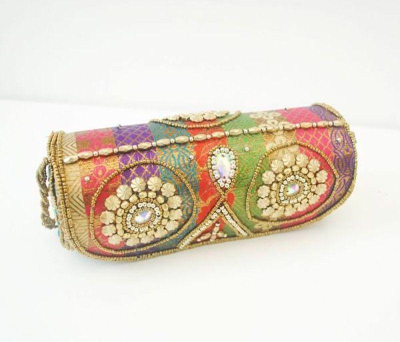 767bf9c70c46 bolso de fiesta con cadena de estilo boho etnico indu de estampado dorado  con pedreria y