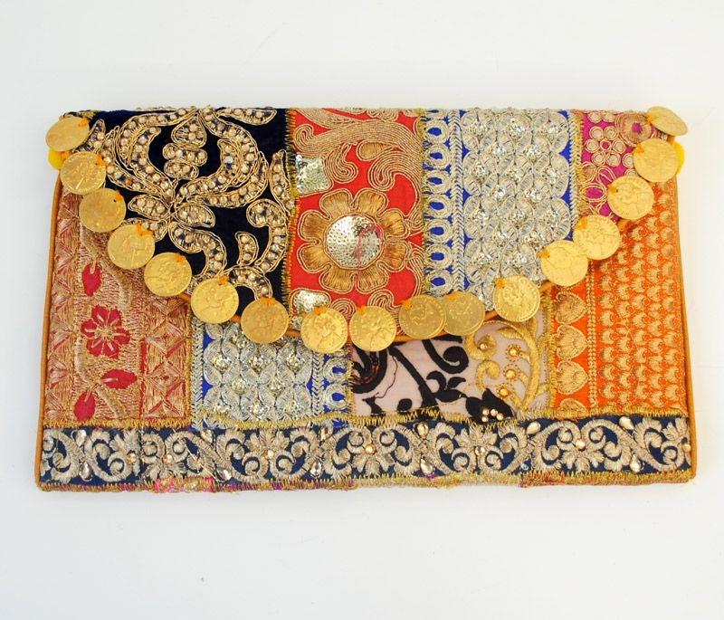 a49becbed clutch dorado con pedreria y monedas de estilo etnico de la india para  bodas fiestas eventos