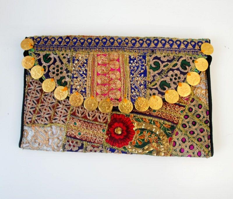 593b3da3031 clutch dorado con pedreria y monedas de estilo etnico de la india para  bodas fiestas eventos