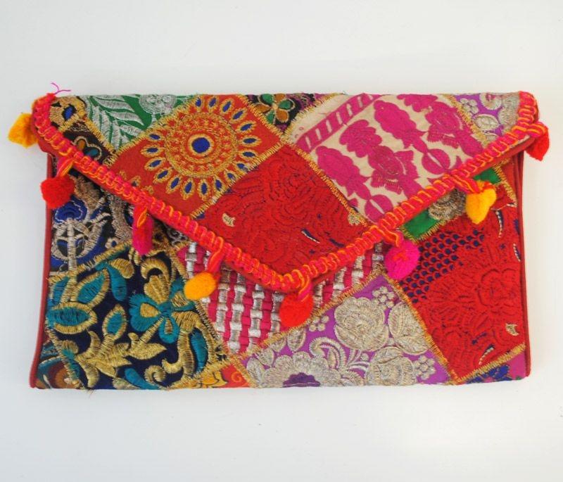 1a1e6ad2e ... Clutch Banjara Borlas Rojo. SALE. bolso de mano etnico banjara de  estilo boho de apparentia