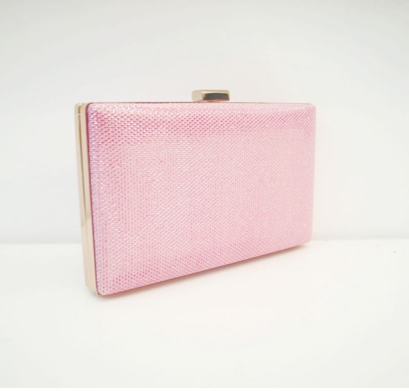 3bdd65735 Comprar Carteras De Fiestas. Bolso de fiesta rosa brillante con detalles  dorados