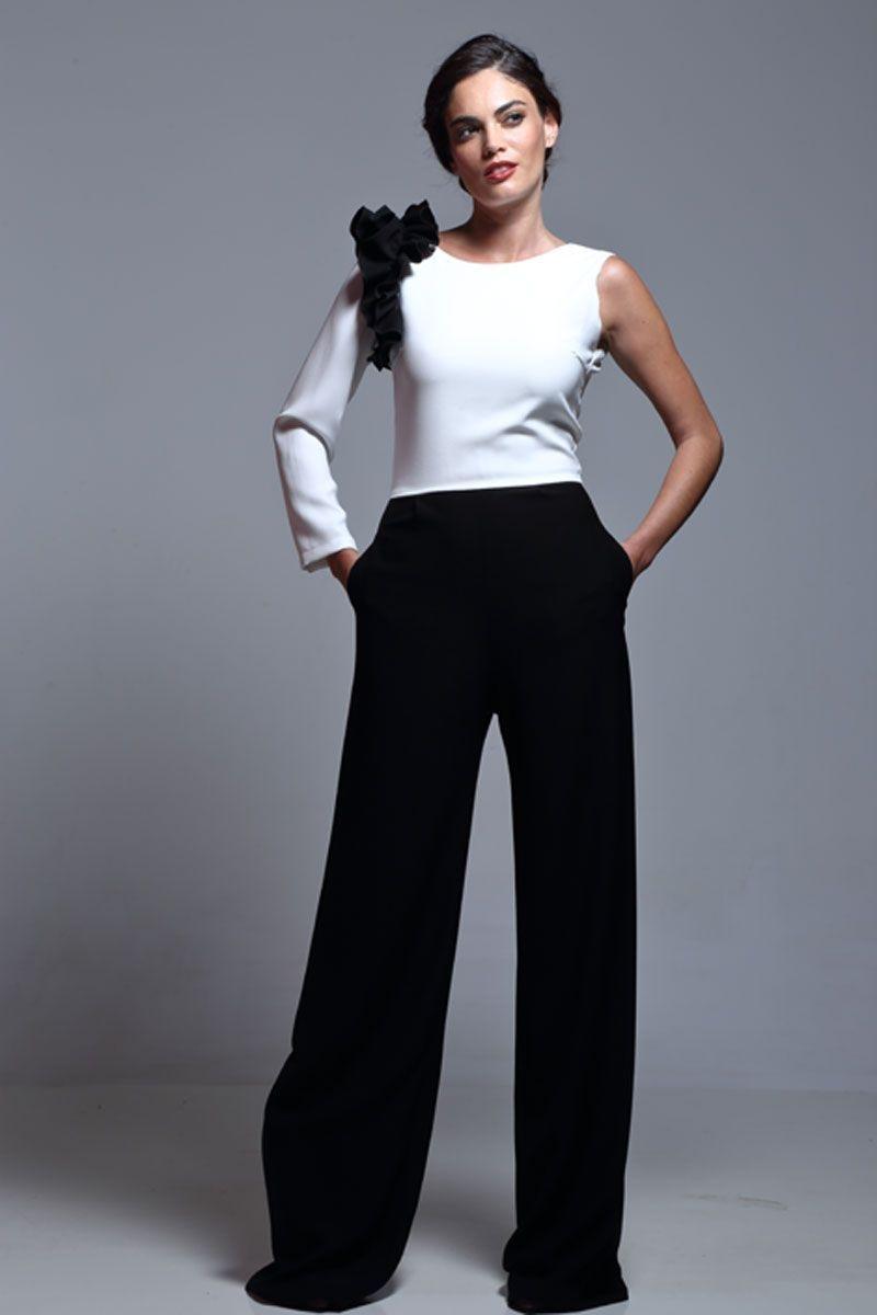 862e3374da6fb mono blanco y negro de fiesta asimetrico con pernera ancha y volantes para  look de invitada