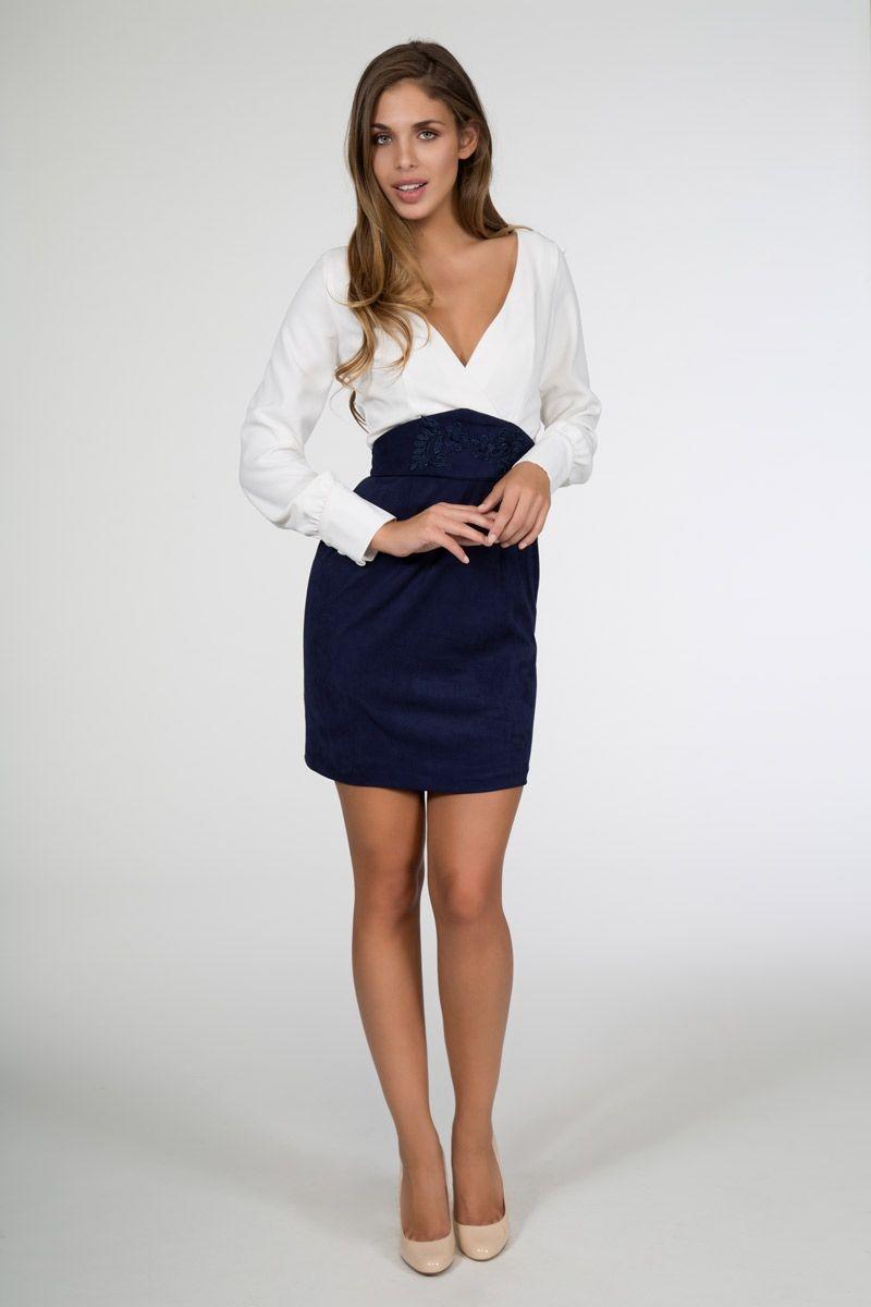 f8ea04130 conjunto de fiesta de falda azul de talle alto con blusa blanca de manga  larga de