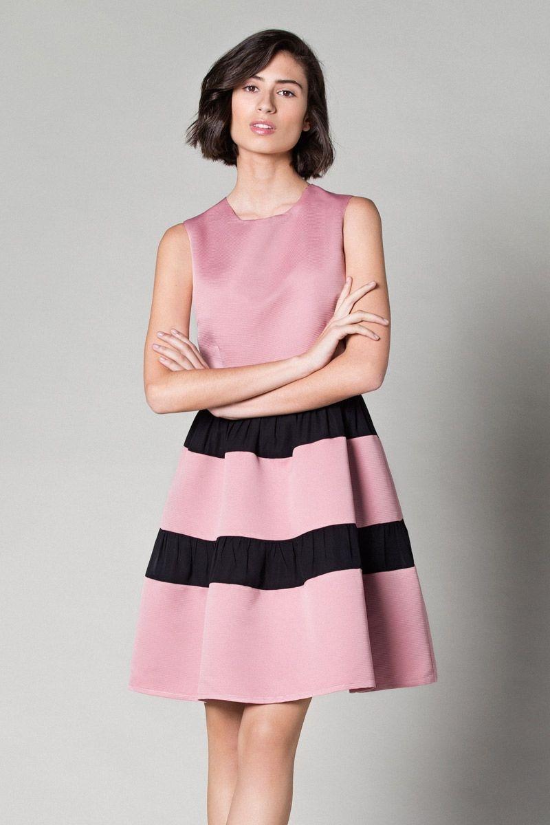 vestido de vuelo rosa de fiesta con falda de rayas