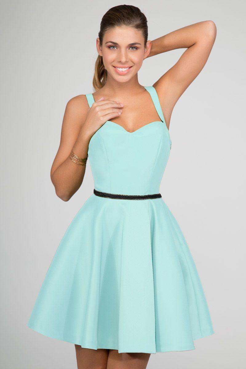 vestido corto verde con falda de vuelo tirantes y escote corazon