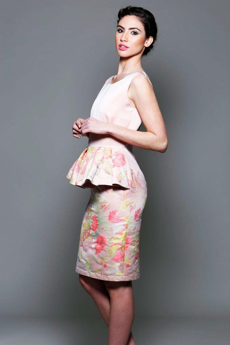 39902e8d1 vestido para invitadas con peplum rosa con estampado de flores de boda  fiesta evento coctel bautizo