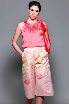 362c6a4bf pantalon de fiesta capri rosa con estampado de flores de boda evento coctel  bautizo comunion graduacion. Apparentia Collection