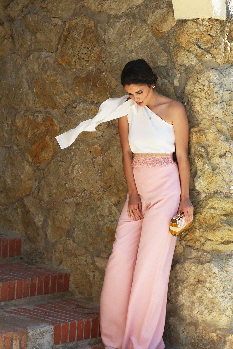 Pantal n de fiesta rosa palo con pasamaneria de flecos para for Atuendo para boda en jardin