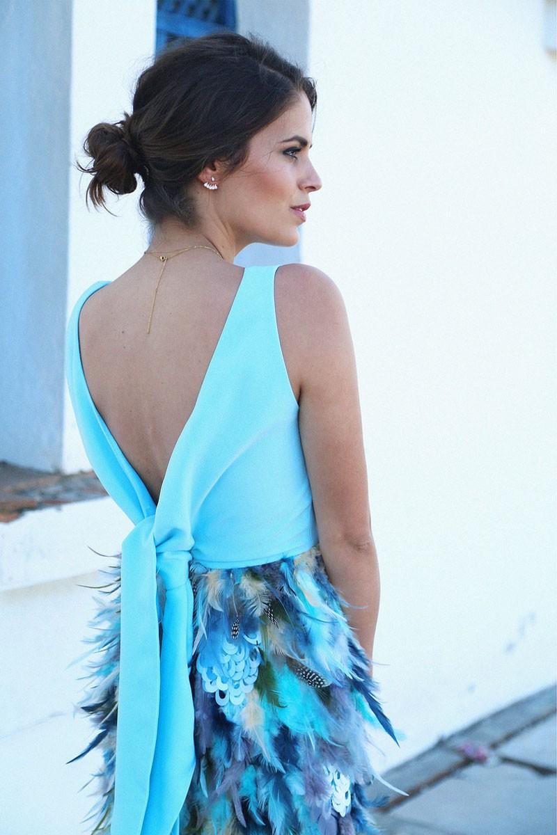 c6237fbe3b35 Vestido Azul Lazada y Falda de Plumas Altair
