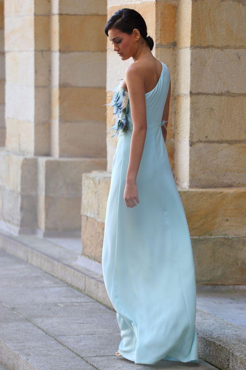 2f76e5a73 comprar online vestido de fiesta largo azul con cuerpo de plumas asimetrico  para invitadas boda evento