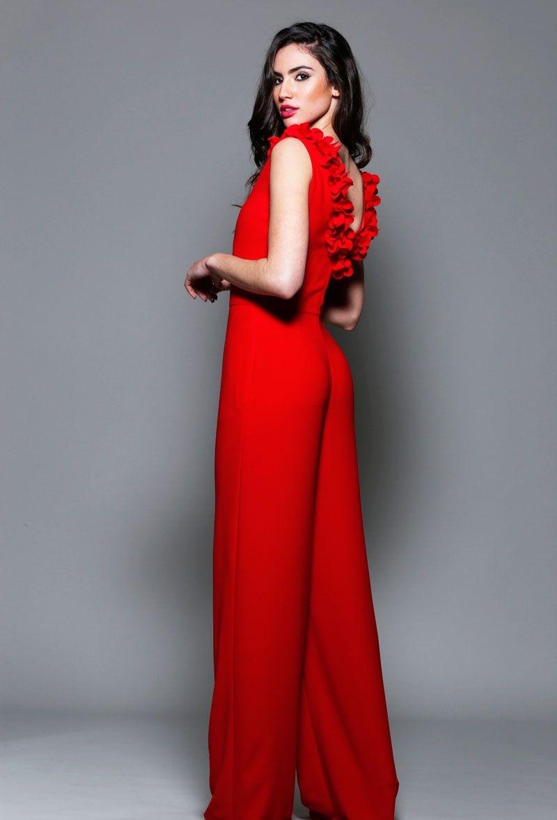 cba42d643b9d7 jumpsuit invitadas mono rojo de fiesta con escote en la espalda y flores  para boda fiesta